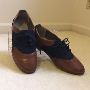Oxford style flat shoes